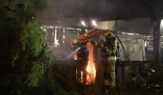Knallen bij brand in schuur aan Fentener van Vlissingenkade in Utrecht