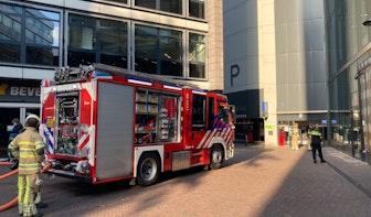 Auto in brand op dak van parkeergarage St. Jacobsstraat in Utrecht