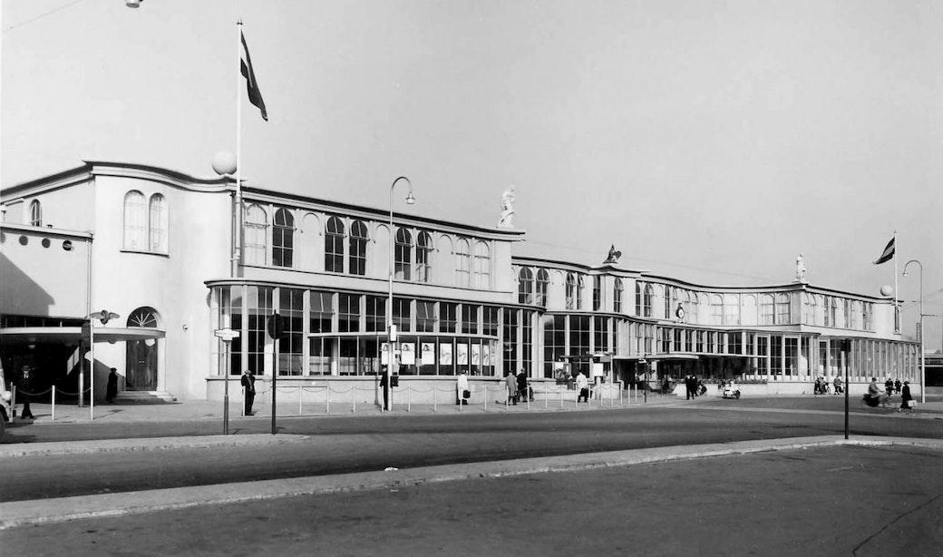 Verdwenen horeca: Stationsrestauratie aan het Stationsplein