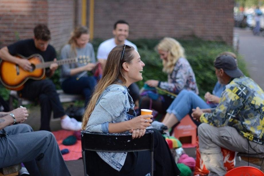 Utrechters kunnen bankje 'openen' op BuurtBankjesDag: 'Kom gezellig een bakkie doen'