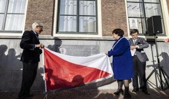 Gevelsteen ter ere van patriottenleider Pieter Quint Ondaatje onthuld bij Utrechts stadhuis