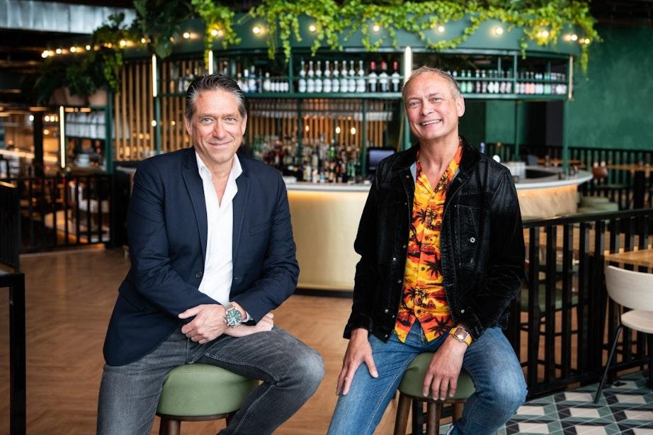 Een food district én restaurant met bediening, bij Liemès proef je gerechten van over de hele wereld