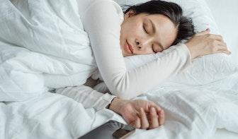 Wat doet blauw licht met je voor het slapengaan?